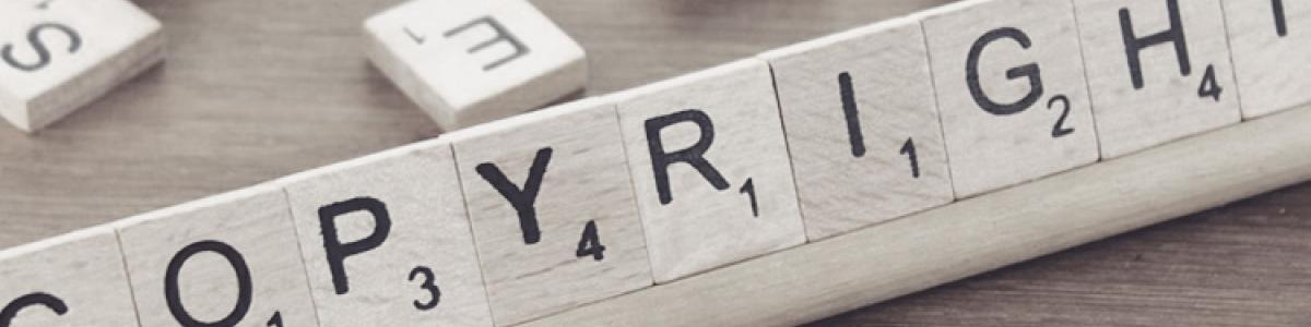 Billede af brikker med bogstaver på, som staver ordet Copyright