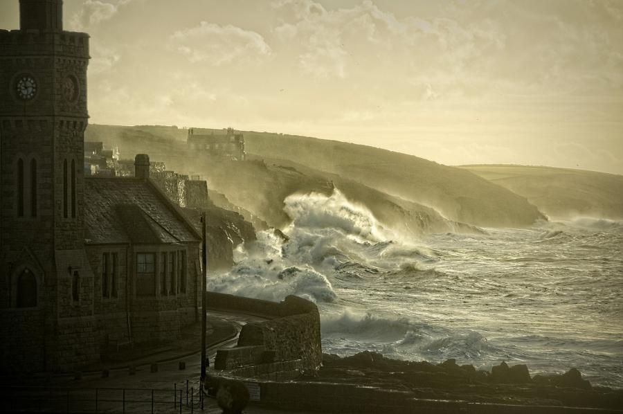Billed af engelsk by ved kysten